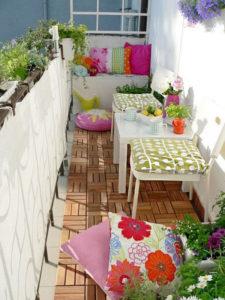 alegre terraza pequeña